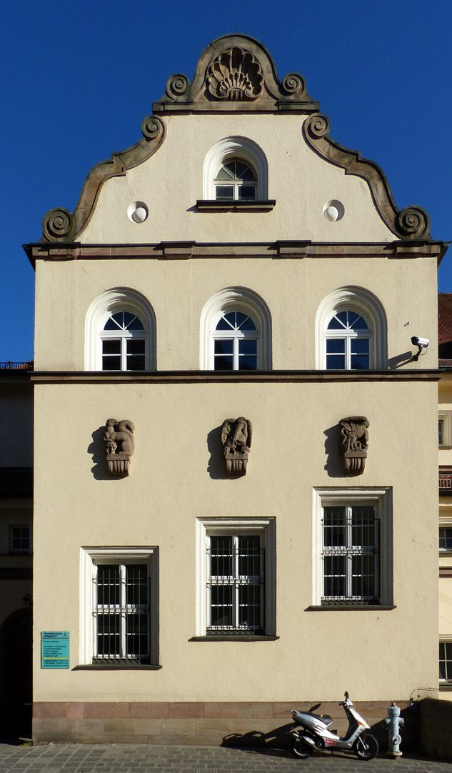 Former General Health Insurance Back front, Mühlgasse, stairwell with gable