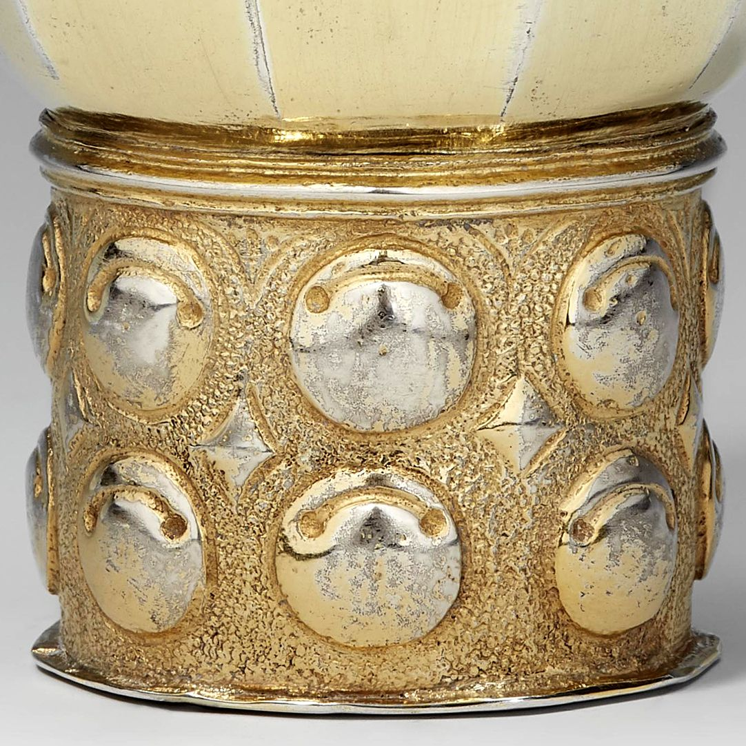 Renaissance beaker Detail with cymbal humps