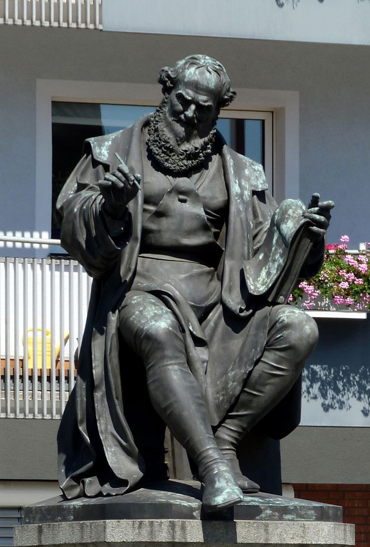 Hans- Sachs-Memorial Sitting figure