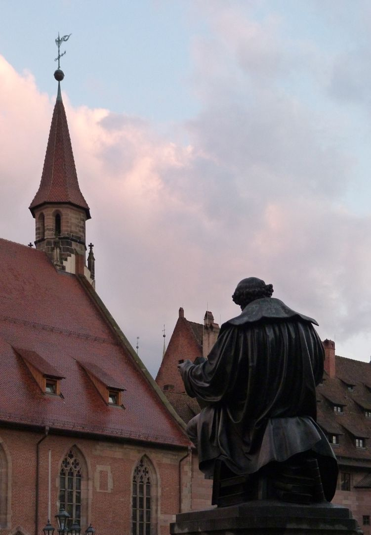 Hans- Sachs-Memorial Memorial with Hospital of the Holy Spirit in the background