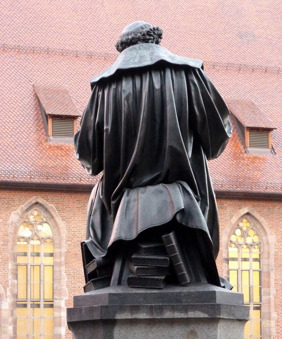 Hans- Sachs-Memorial Back view