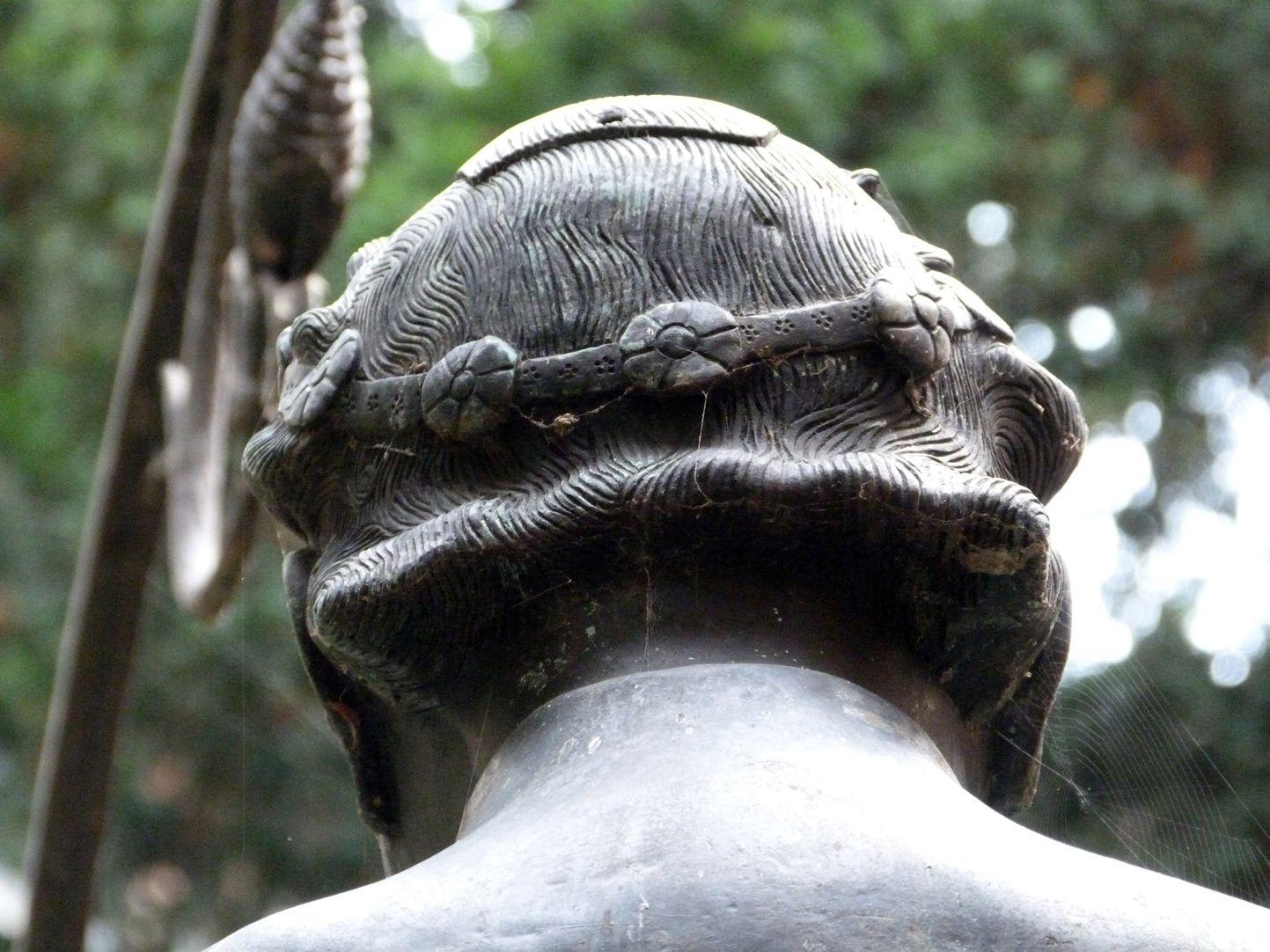 Hansel Fountain Kopf von hinten