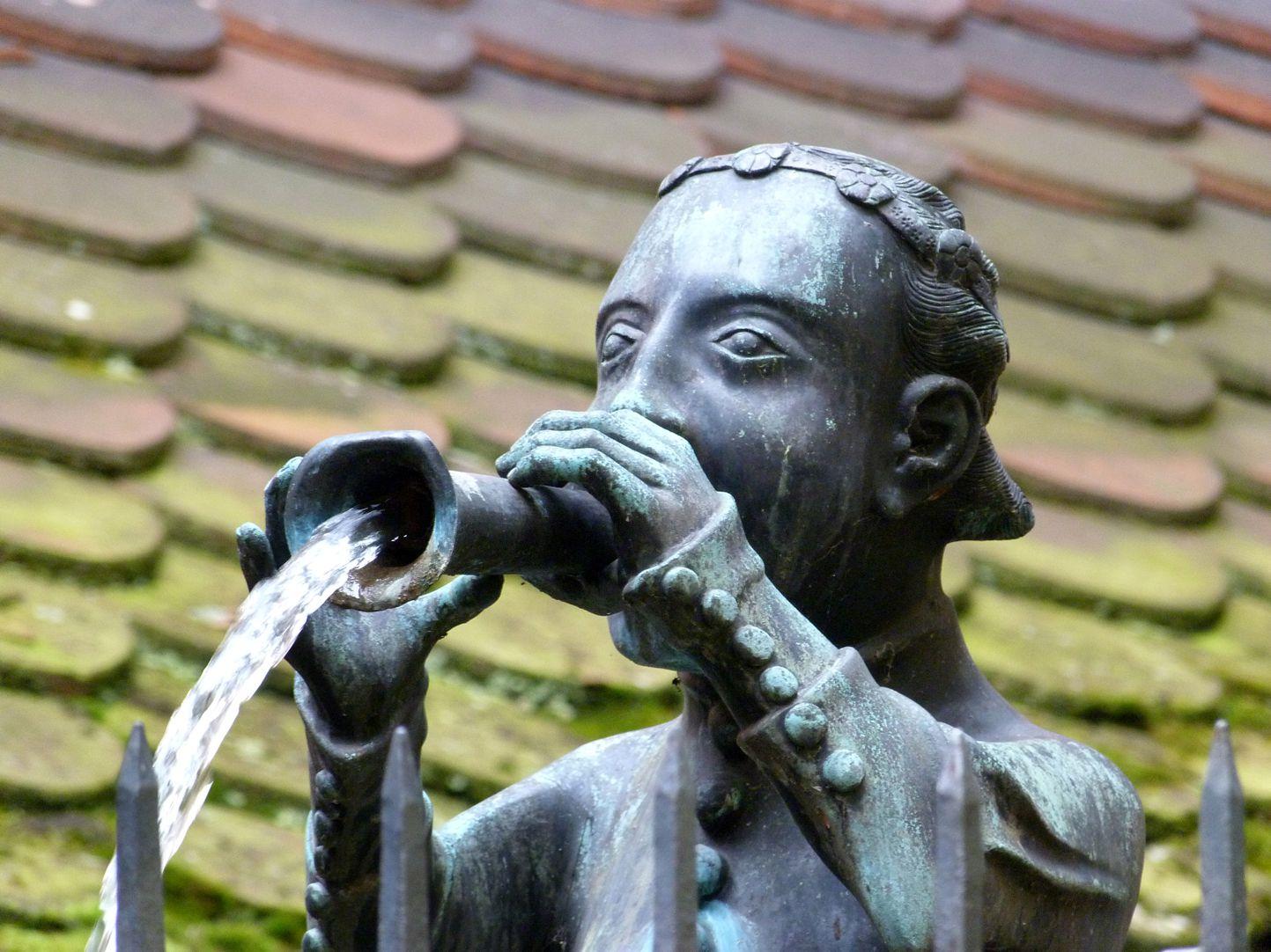 Hansel Fountain Kopf mit der wasserspendenden Schalmei