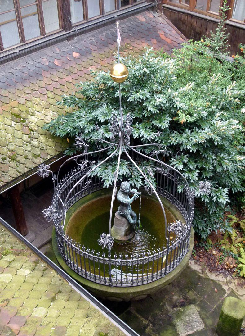 Hansel Fountain Der Brunnen von oben