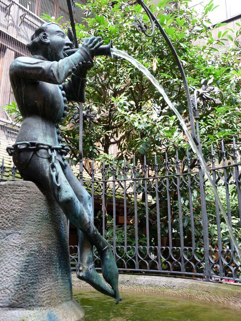 Hansel Fountain Der Hansel in Schrägansicht