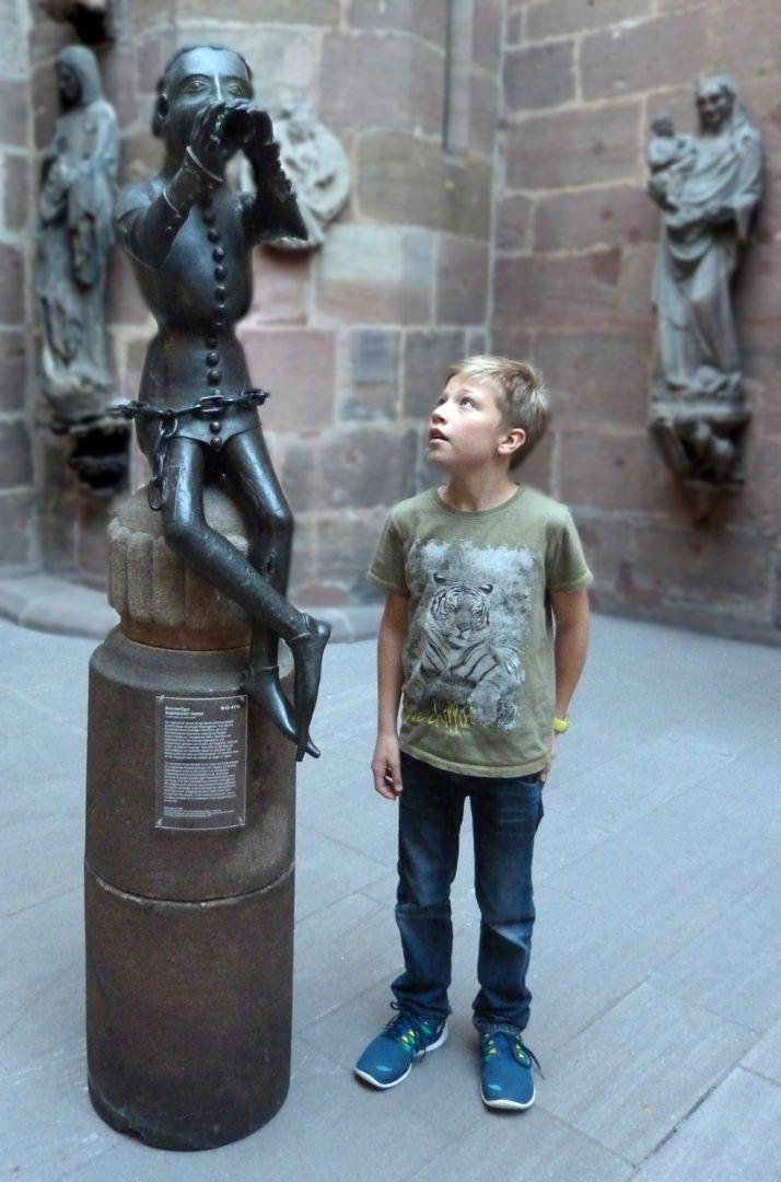 Hansel Fountain Der Original-Hansel mit Kindesvergleich