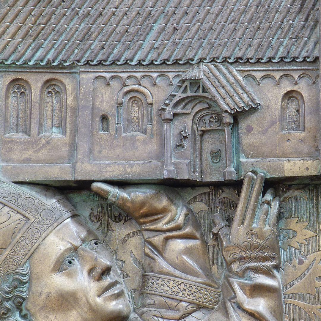 Memorial panel for Hariolf and Erlolf Das Kirchenmodell wird getragen, Detail mit dem Südportal