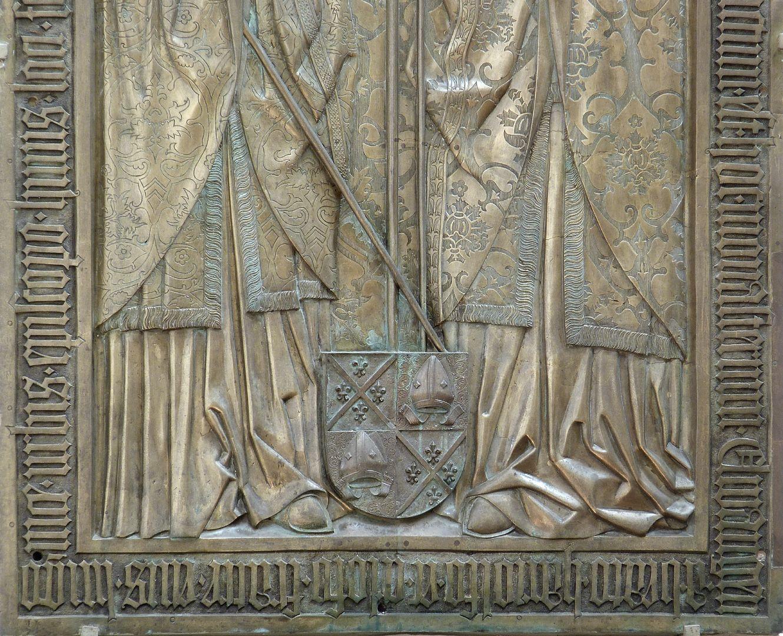 Memorial panel for Hariolf and Erlolf untere Plattenhälfte