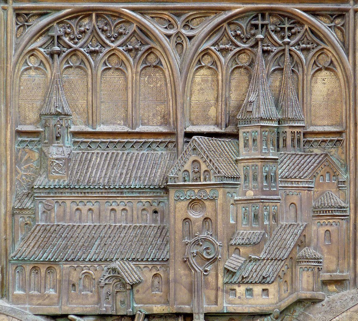 Memorial panel for Hariolf and Erlolf Kirchenmodell vor dem Blendarkadenpaar