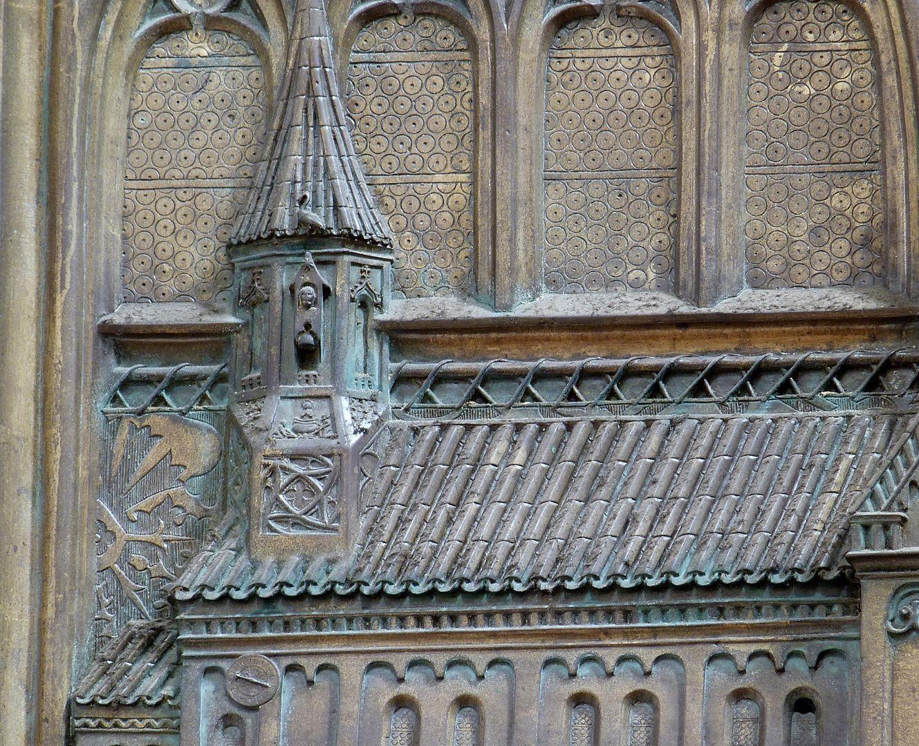 Memorial panel for Hariolf and Erlolf Kirchenmodell, Detail mit Giebeltürmchen, darin eine Darstellung des Heiligen Vitus im Ölkessel