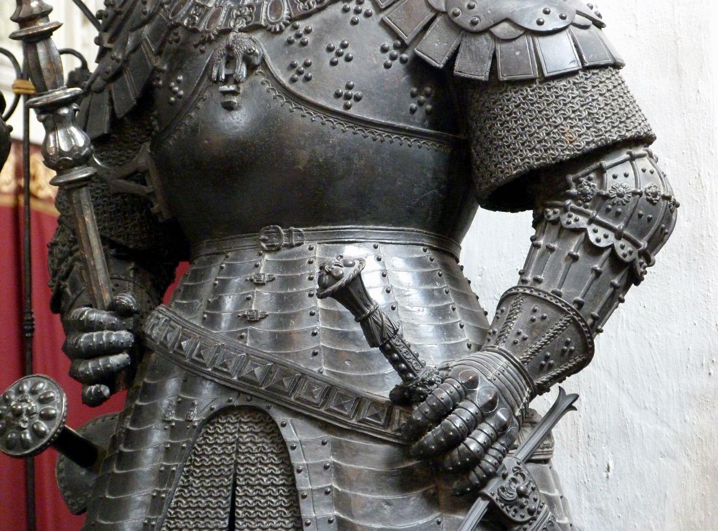 Duke Charles the Bold of Burgundy (Innsbruck) centre of the body