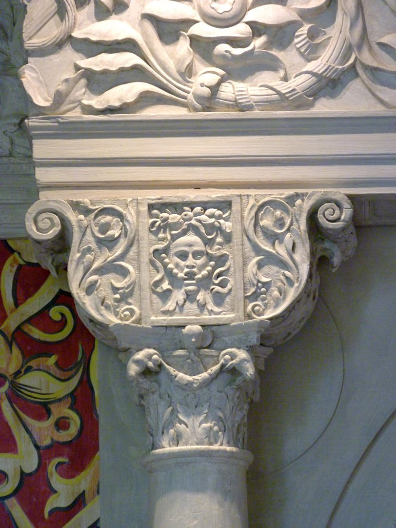Hirsvogelsaal Twin portal in the north wall, detail: crown plate