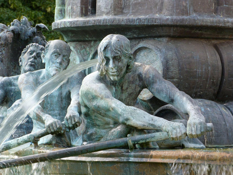 """History Column """"Koblenzer Sklaven sitzen im Wasser"""""""