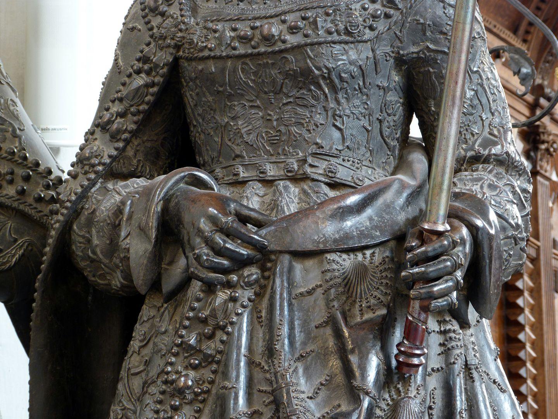 Joan of Castile (Innsbruck) mittlerer Körperbereich