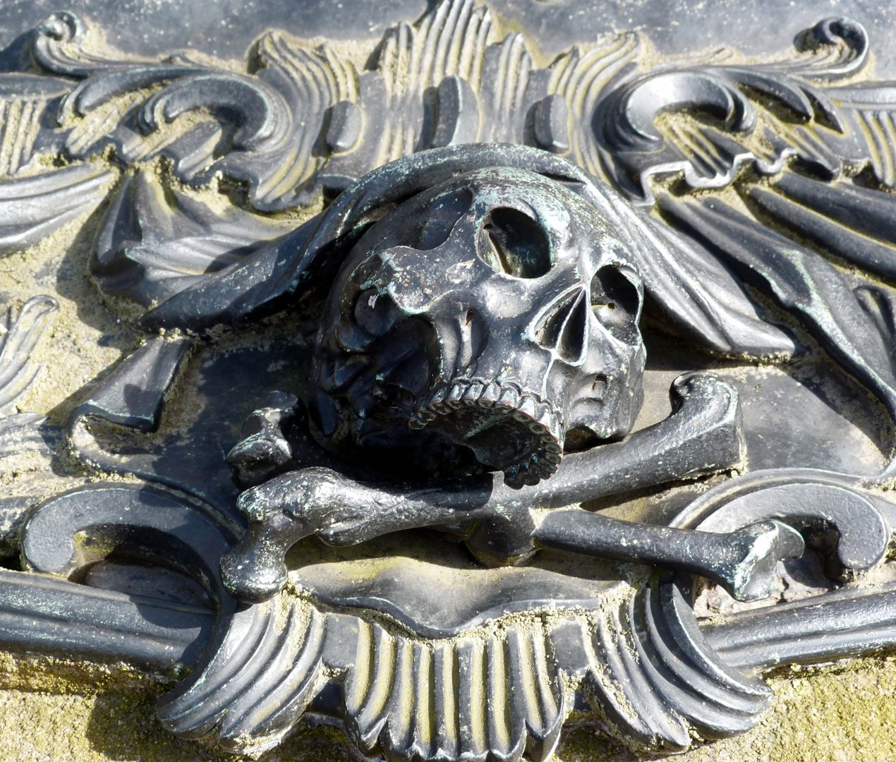 Tomb of Georg Wolff Pantzer and his spouse Anna Maria Elisabetha Ruland Skull