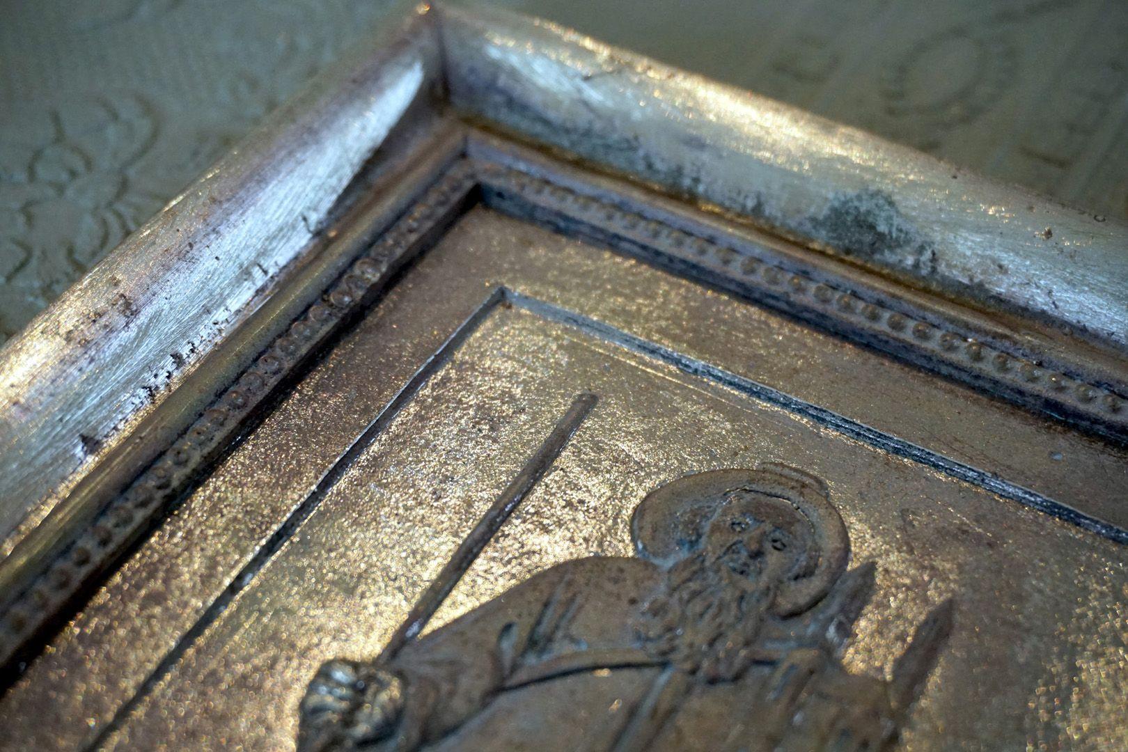Paul Ritter Grabstätte Bronzeguß noch unbehandelt, Detail des Reliefs von Sankt Sebald