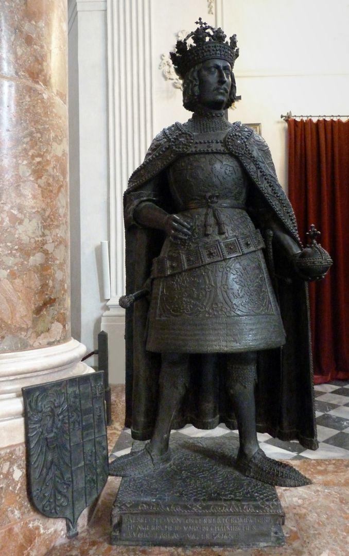 Albrecht II (Innsbruck) Frontal view