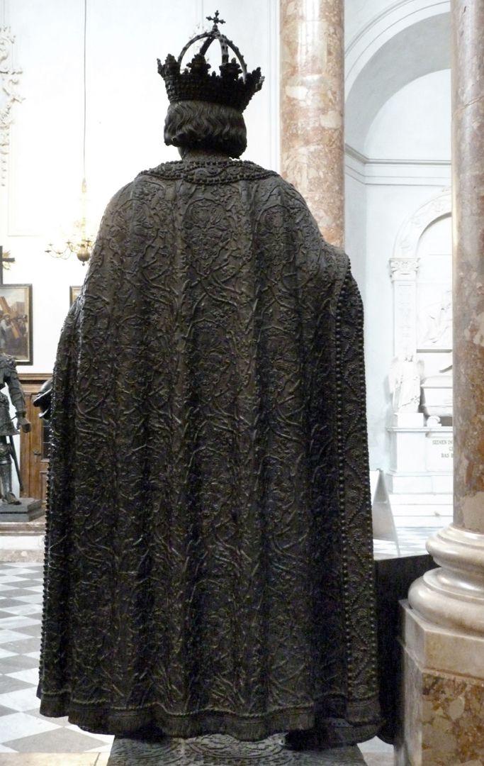 Albrecht II (Innsbruck) Rückansicht des separat gegossenen Mantel