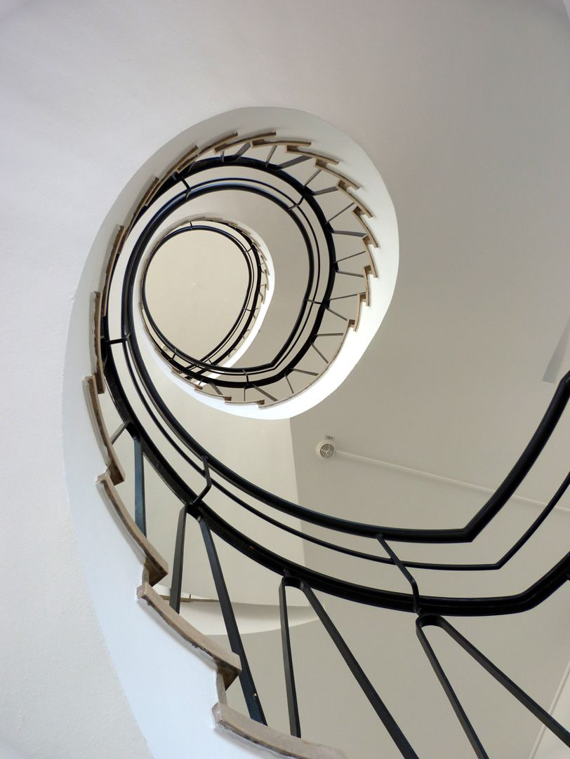 Administration building on Königstorgraben Hole of the stairwell, view downwards