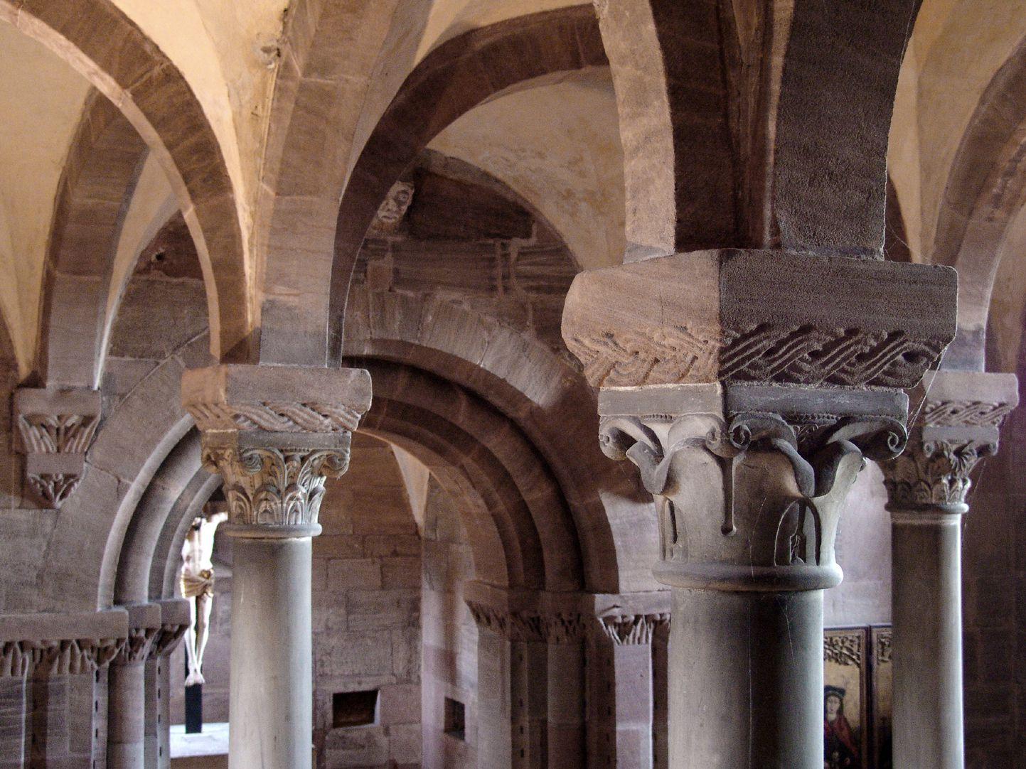 Kapelle der Kaiserburg Querblick durch die Oberer Burgkapelle von Nordwest nach Südost