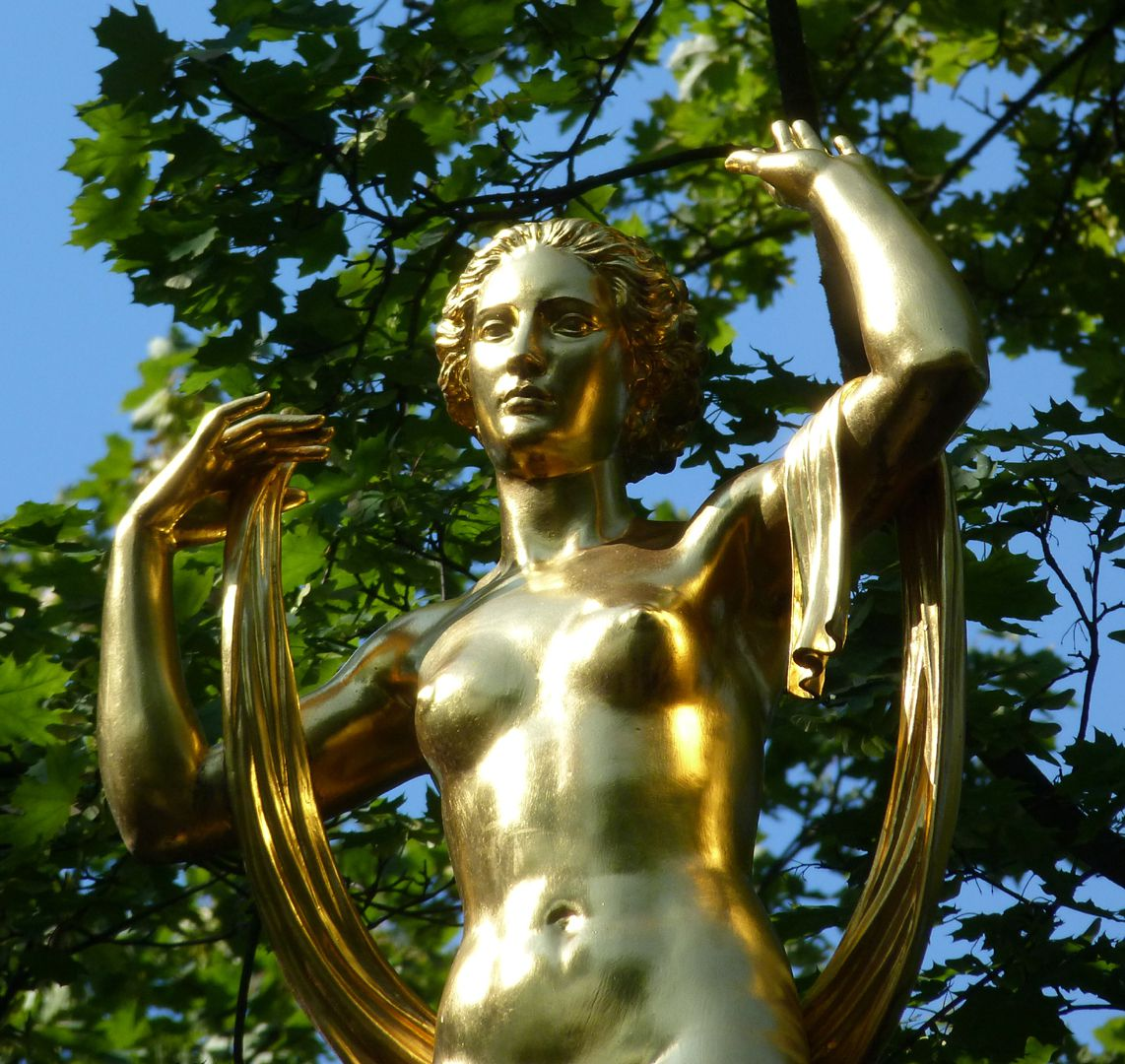 Fortuna on the lantern Detail