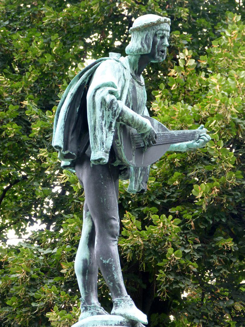 Minstrel Fountain Minstrel, side view