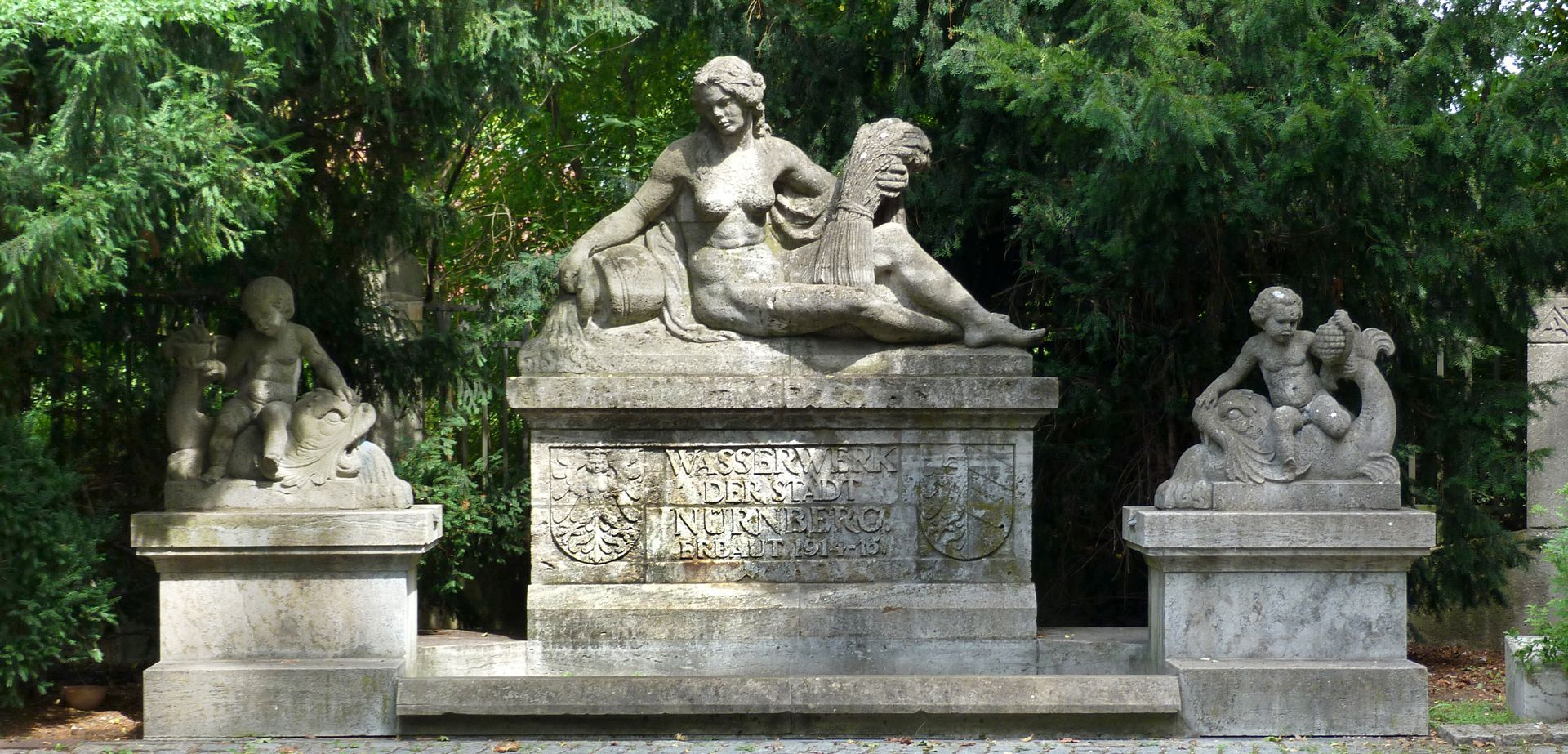Pomona Fountain General view