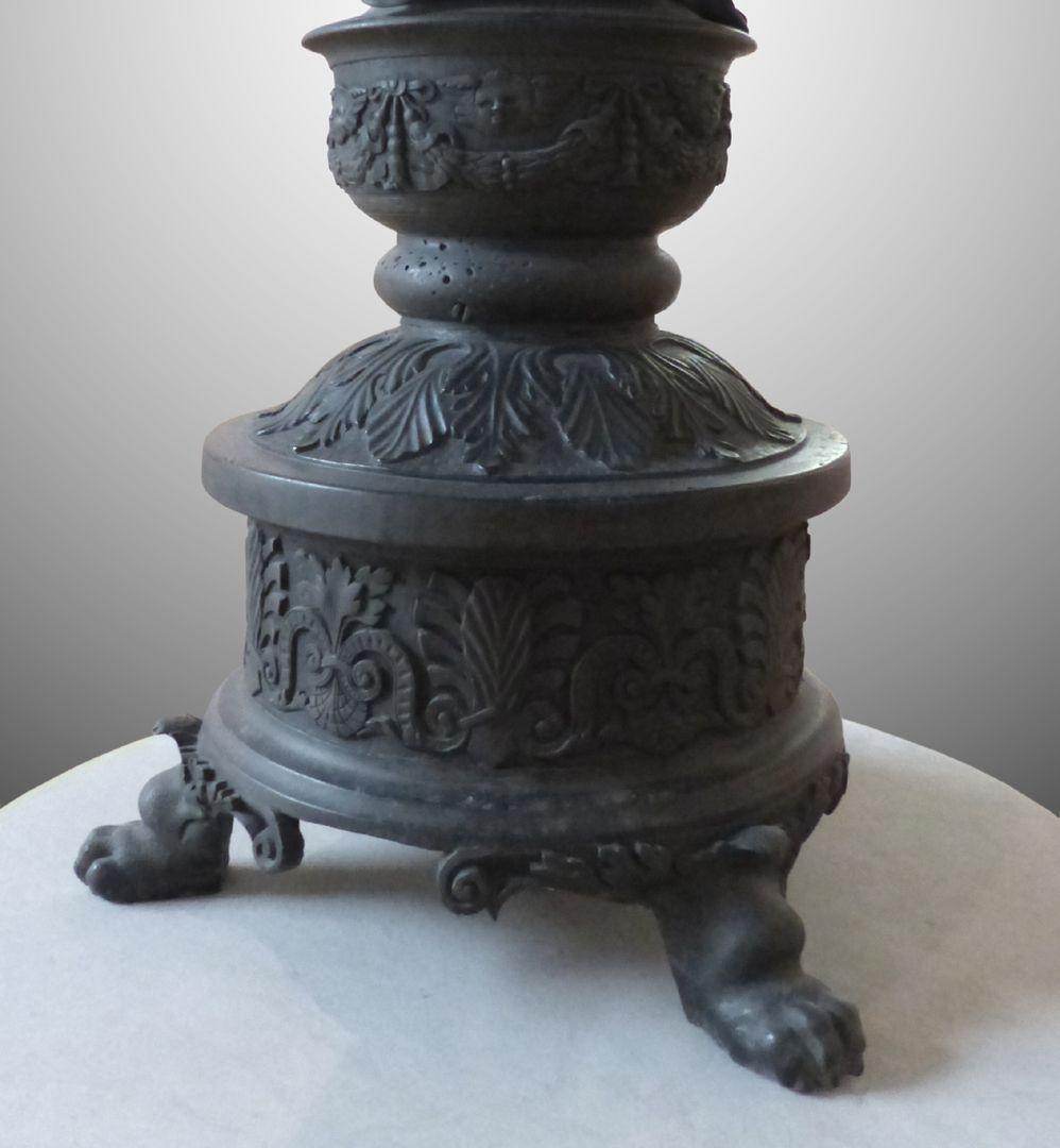 Kleopatra-Brunnen Brunnenfuß auf Tatzen