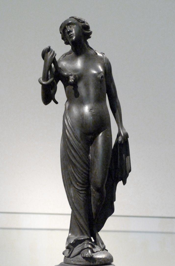 Kleopatra-Brunnen Kleopatra mit der Schlange, Frontalansicht