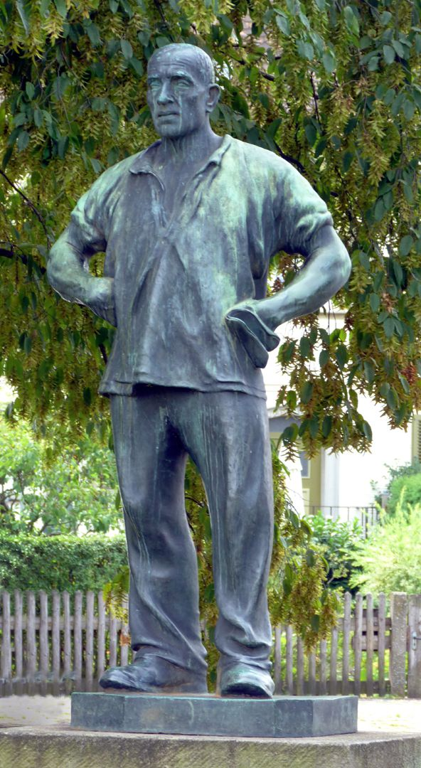 Statue of a miner Front view
