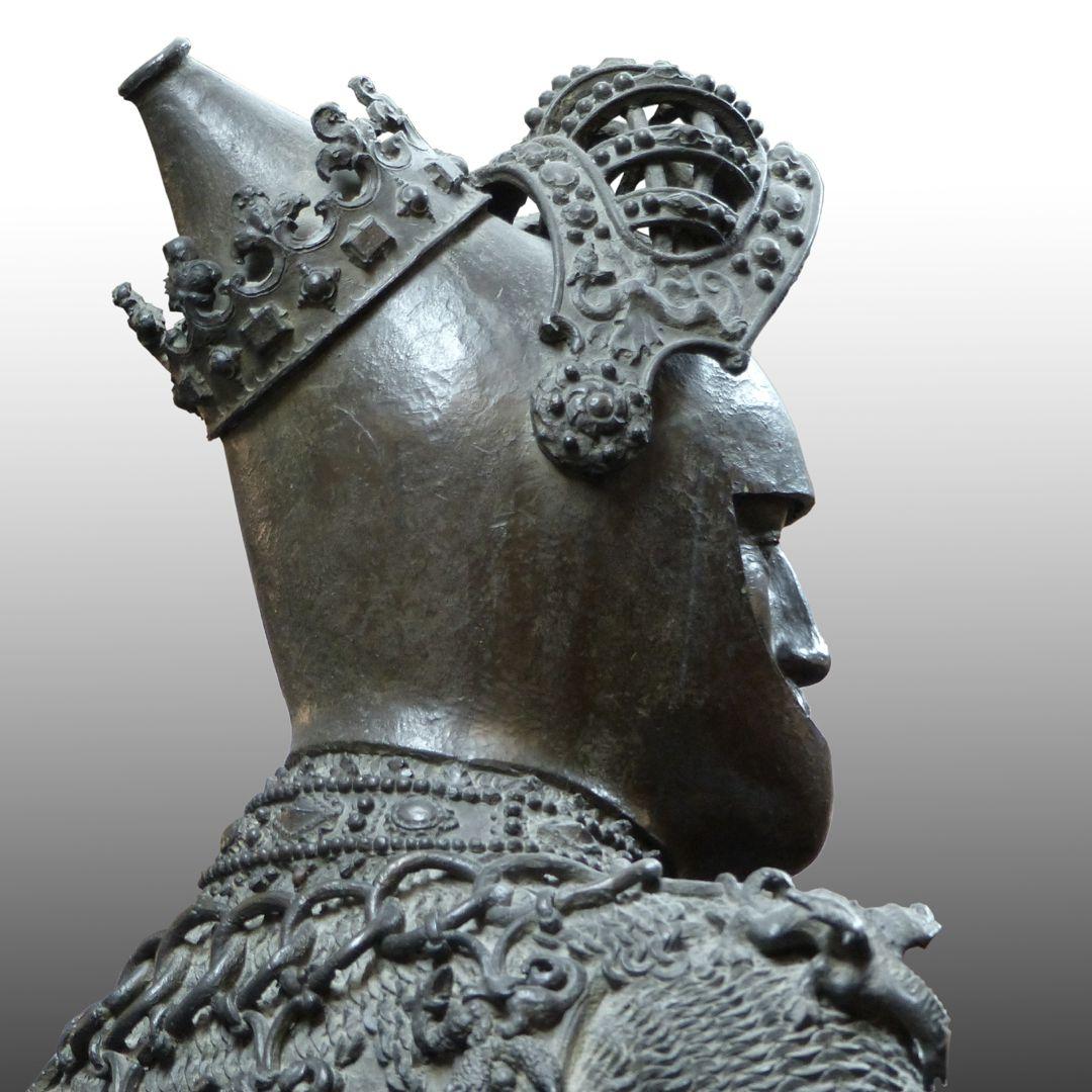 King Arthur (Innsbruck) Diagonal back view, helmet