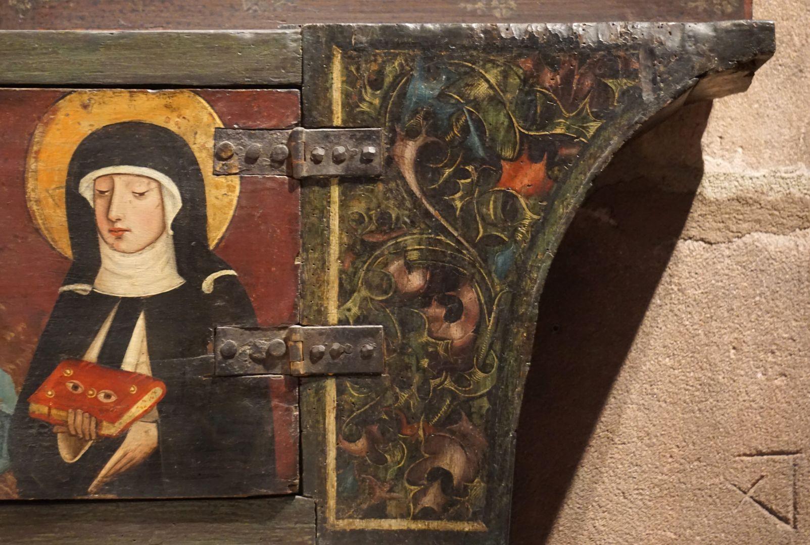 Krell-Altar rechte Predellahälfte mit der Heiligen Ottilia (Odilia) und Abschluss mit Blattmalerei