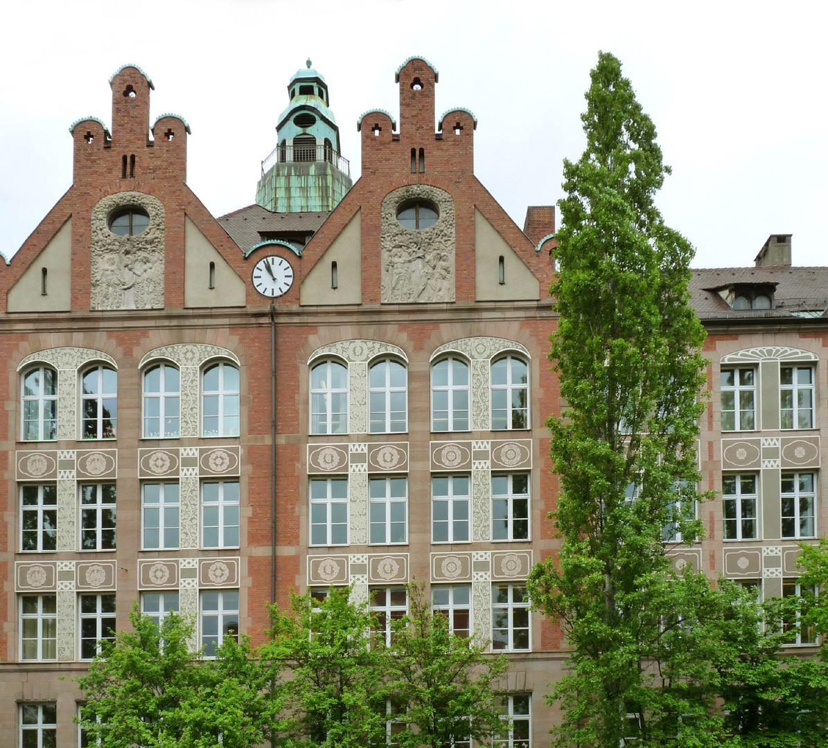 Dr. Theo-Schöller-School Twin gable