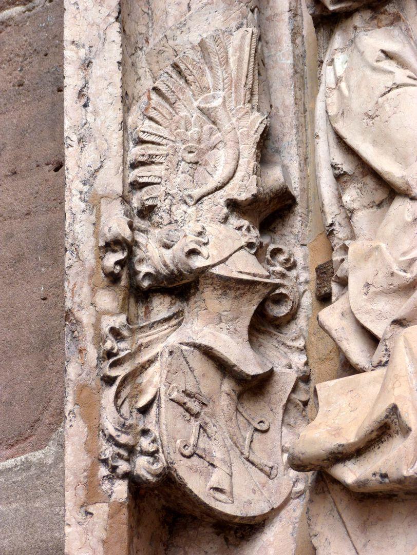 Epitaph of Kunz Horn Horn's coat of arms with helmet
