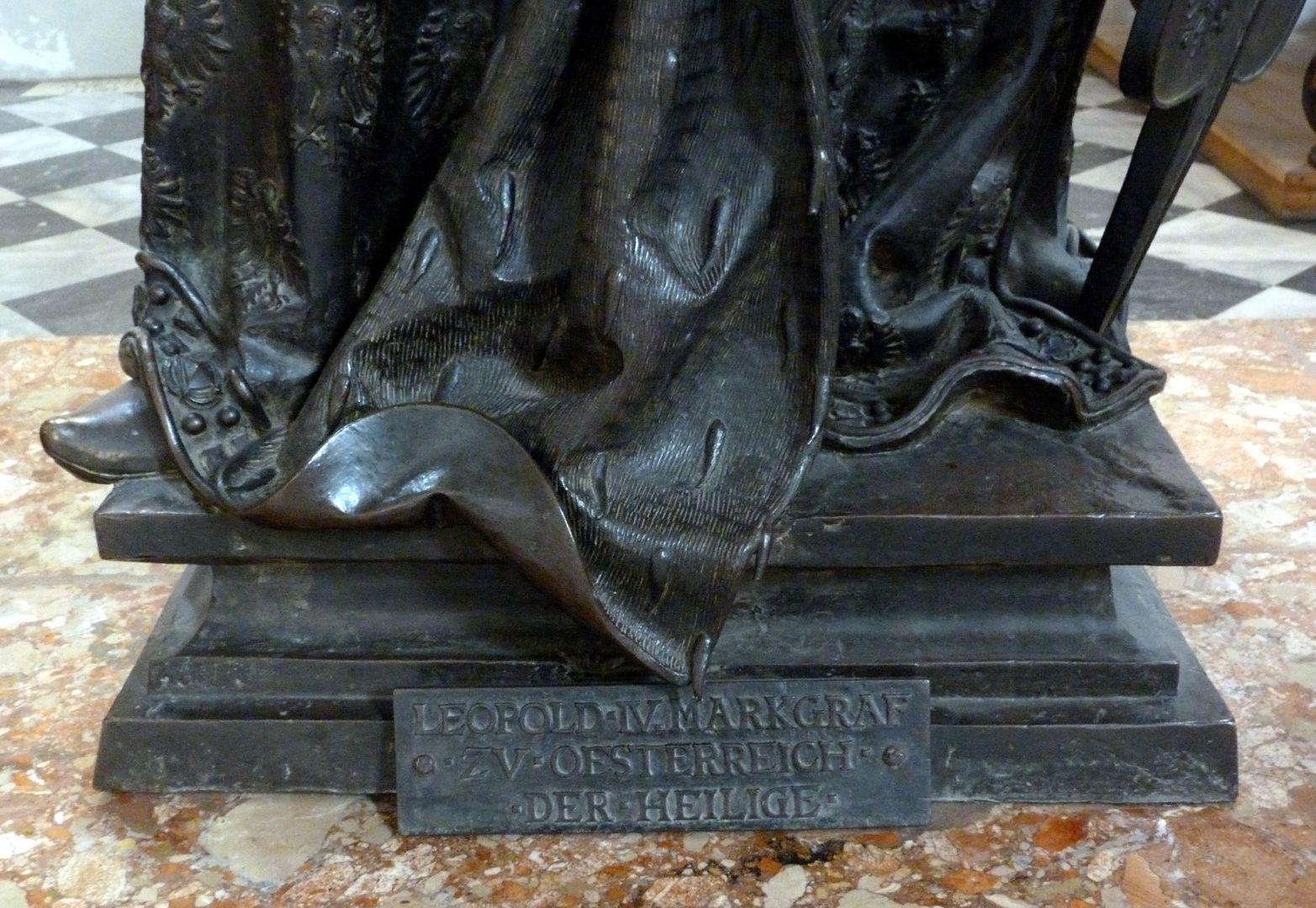 Leopold III (Innsbruck) Sockel mit Inschrift