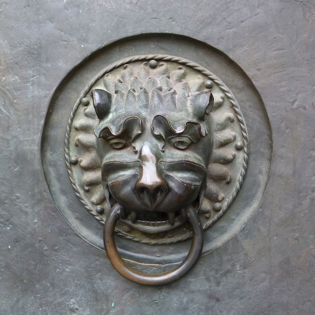 St. Lorenz-Church, West Entrance Portal, Bronze doors Detail with medieval lion´s head
