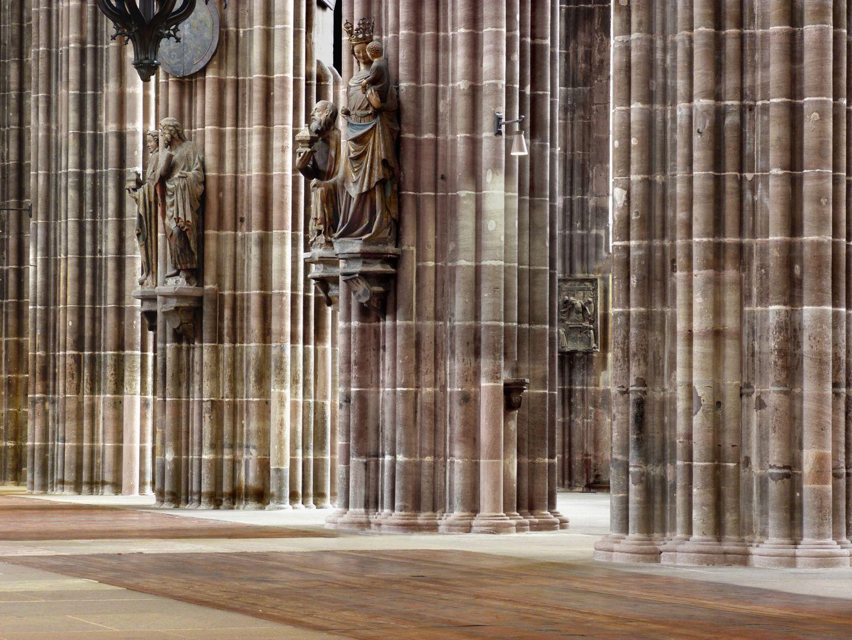 Die Lorenzkirche als Architektur Hauptschiff, rechte Pfeilerabfolge
