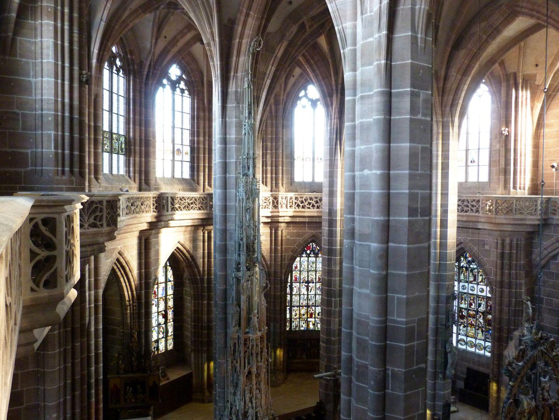 Die Lorenzkirche als Architektur Hallenchor vom Norden der Umgangsgalerie aus.
