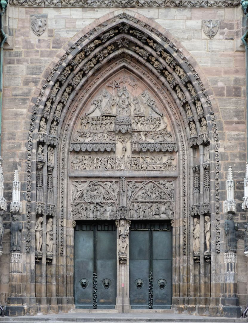 Die Lorenzkirche als Architektur Hauptportal, 1355/60, auf das der Theobaldkirche in Thann/Elsaß zurückgehend