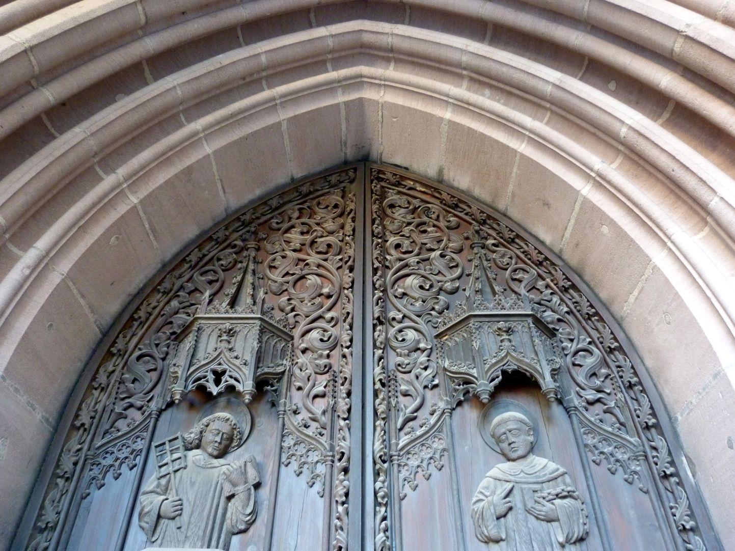 Brides´Portal Entrance Tympanon