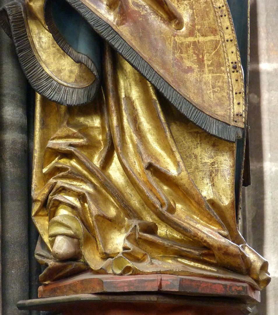 Archangel Michael Drapery in the lower part: Heel with overlaying folds