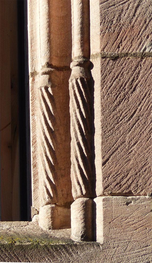 St. Lorenz-Church-Vicarage gedrehte Basen an einer Fensterlaibung
