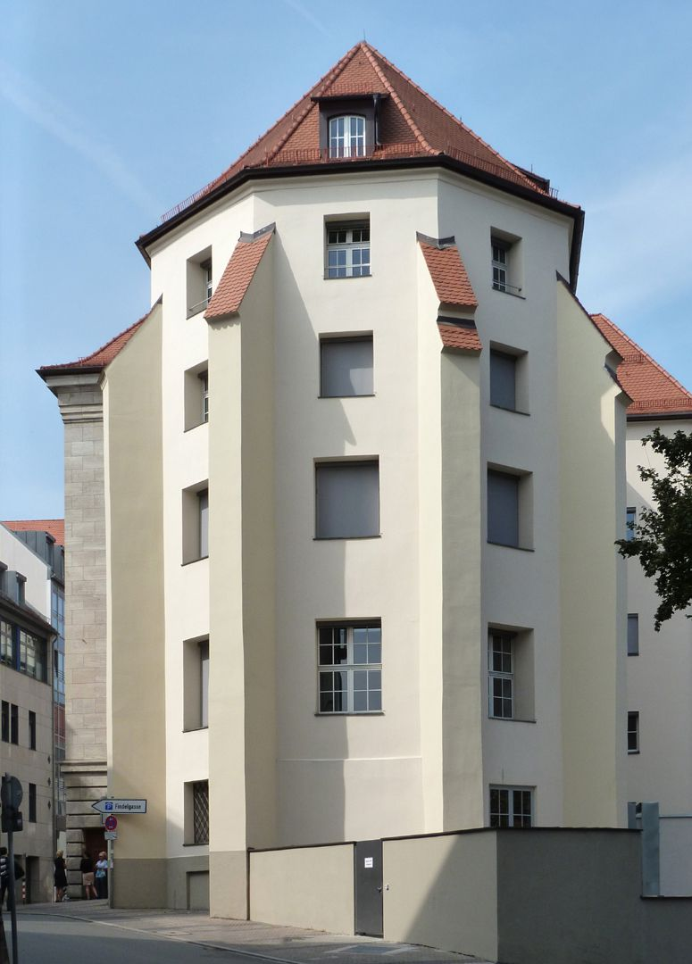 Bavarian Discount and Exchange Bank Choir walls with buttress