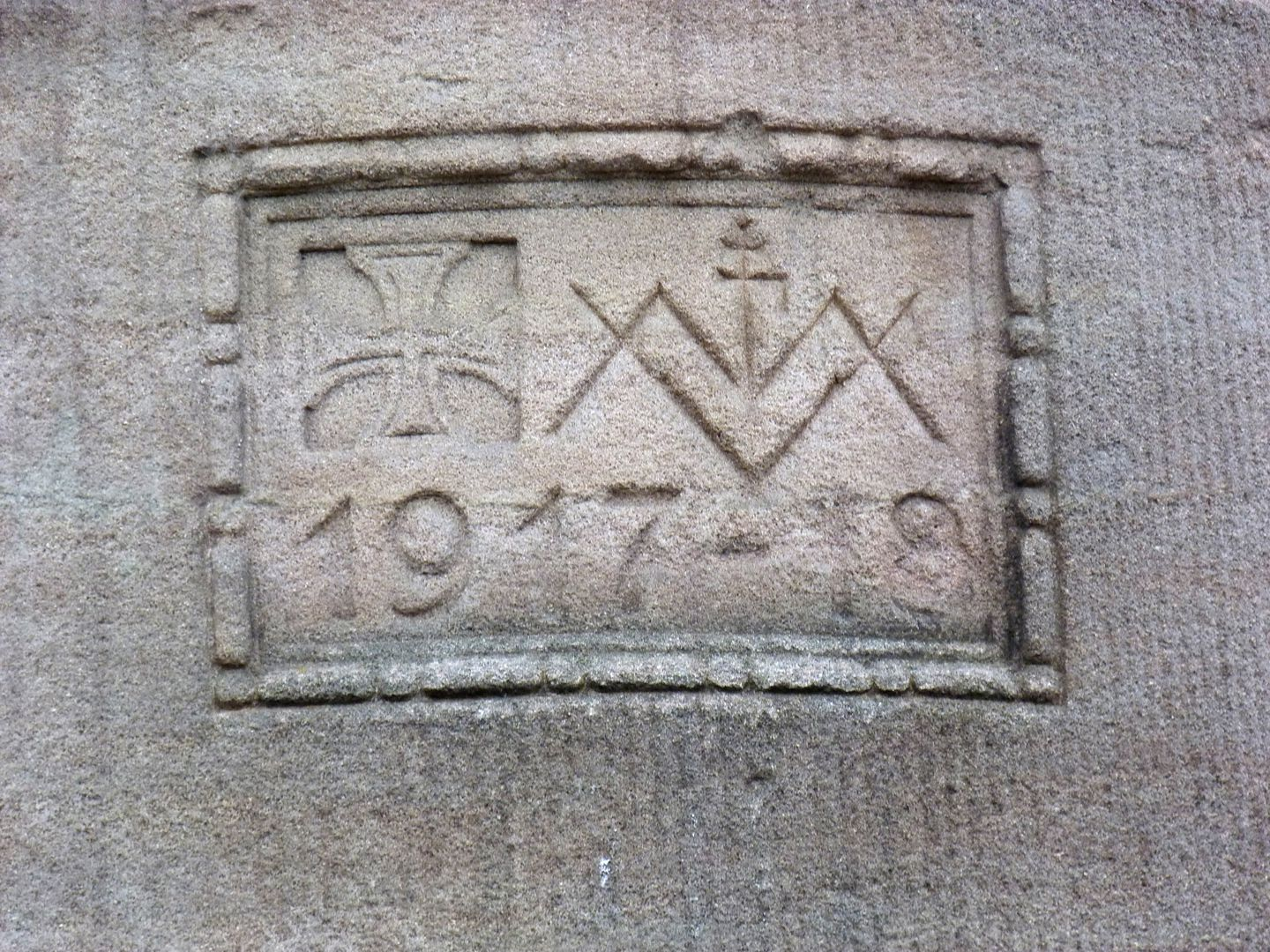 Administration building of Neumeyer Ltd. Stone mason´s mark with date