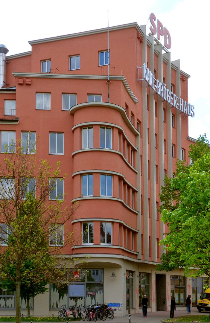 Publishing House of Fränkische Tagespost Lateral view of the main tower block