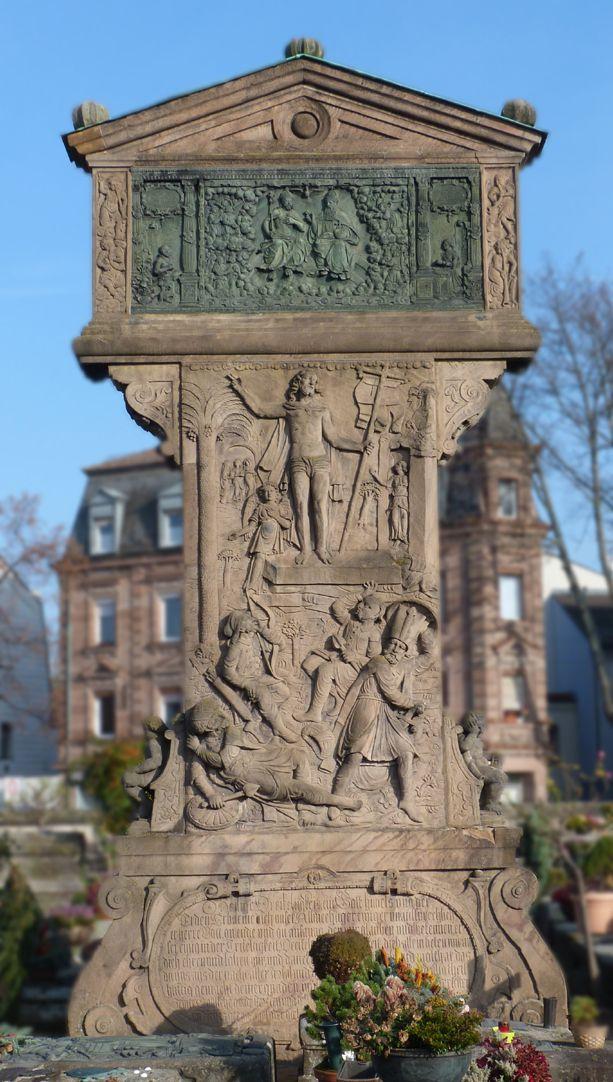 Gedächtnisstein des Wolfgang Münzer Stele, Gesamtansicht, vorne (Basis, Platte und Ädikula)