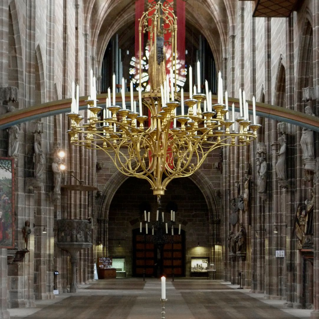 St. Mary´s chandelier View from the hall choir into the nave