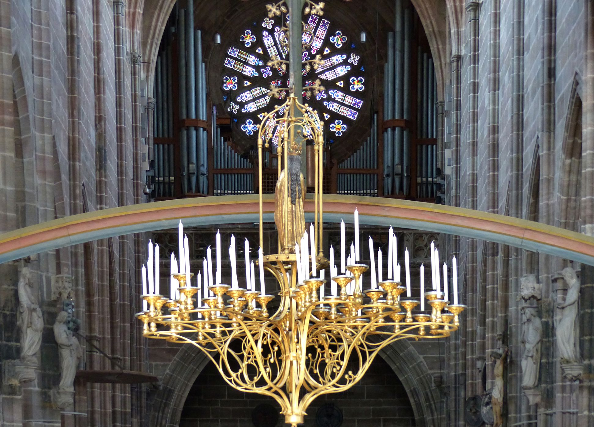 St. Mary´s chandelier View from the hall choir into the nave with rainbow