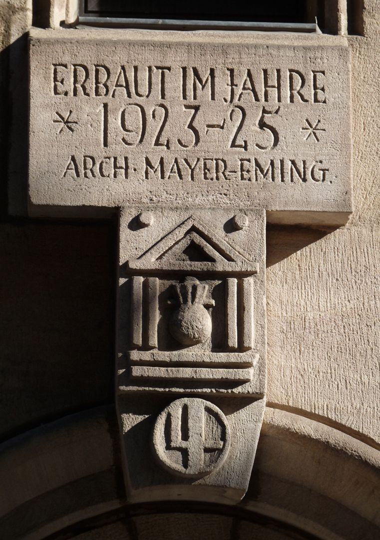 Commercial Bank Keystone with date, architect´s signature and master mark