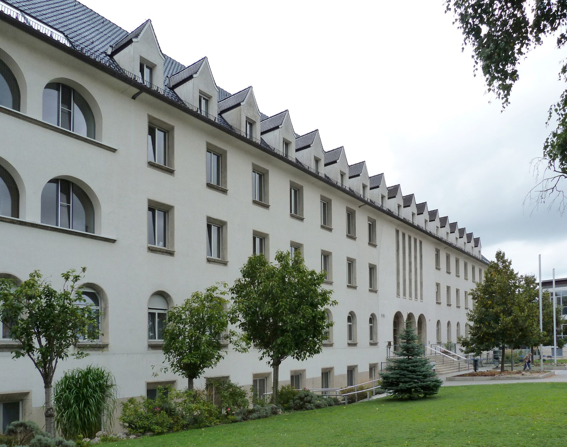 Theresien Hospital North front